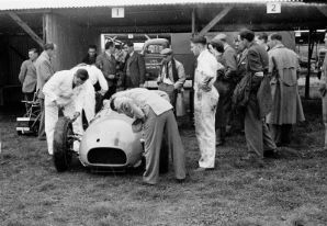 BRM V16 at Goodwood Sept 1950 (a)